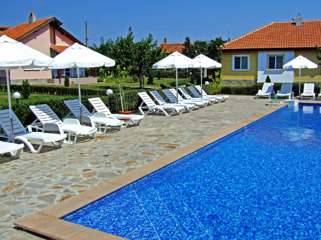Villa in a ciomplex for sale - Bryastovets, Bulgaria