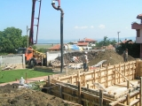 Pouring of concrete on walls