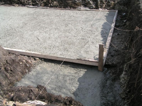 Concrete bed under the swimming pool - swimming pool builder in Bulgaria