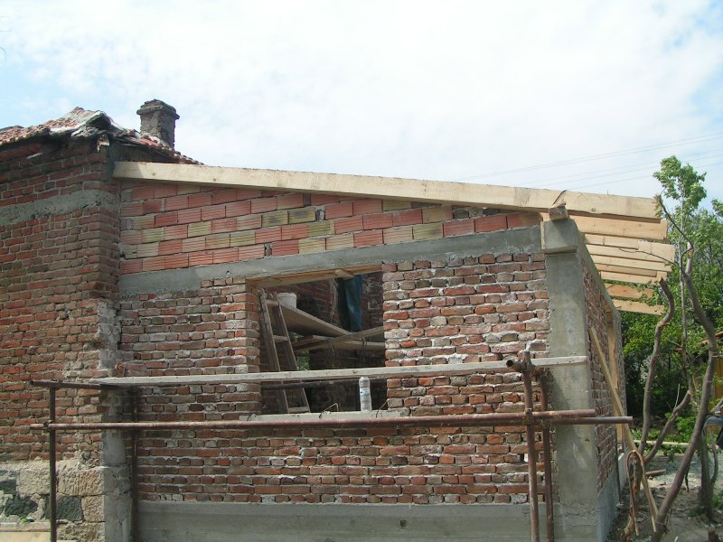 new roof wooden construction