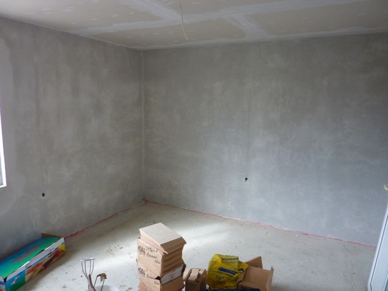 The walls are ready for latex painting and for laminate on the floors
